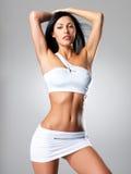 Z ładnym garbnikującym ciałem ładna kobieta Obraz Stock