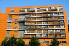 Z balkonami nowożytny budynek zdjęcia royalty free