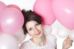 Z balonami ładna uśmiechnięta dziewczyna Obrazy Stock