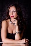 Z biżuterią piękna młoda kobieta Obraz Stock