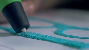 z bliska Ręki rysuje z 3D druku piórem, inscenizowań istni nowożytni szkła zdjęcie wideo