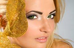 Z blondynka włosy piękna dziewczyna Zdjęcia Royalty Free