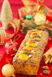 Z boże narodzenie dekoracją bożenarodzeniowy Fruit-cake fotografia royalty free