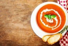 Z croutons pomidorowa polewka Gazpacho śmietanki polewka Odgórny widok Odbitkowy s Fotografia Royalty Free