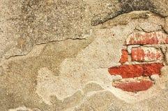 Z czerwoną cegłą grunge łamana ściana Obrazy Stock
