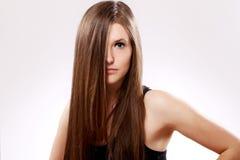 Z długie włosy piękna kobieta zdjęcia royalty free