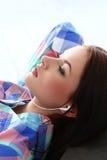 Z deskorolka piękna dziewczyna Zdjęcia Royalty Free