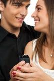 Z diamentowym pierścionkiem zaskakująca chłopiec dziewczyna. Fotografia Royalty Free