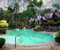 Z dopłynięcie basenem tropikalny kurort Zdjęcie Royalty Free