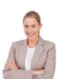 Z fałdowymi rękami charyzmatyczny blond bizneswoman Obraz Stock