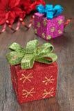 Z faborkami bożenarodzeniowi prezenty. Obrazy Stock