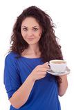 Z filiżanka kawy piękna młoda kobieta Zdjęcia Royalty Free