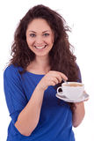 Z filiżanka kawy piękna młoda kobieta Zdjęcie Royalty Free
