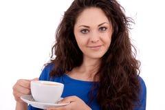 Z filiżanka kawy piękna młoda kobieta Obraz Stock