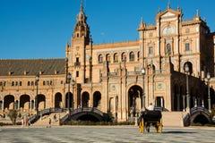 Z the fracht i the koń chodzić wokoło Plac De Espana, w Seville zdjęcie stock