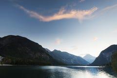 Z górami idylliczny jeziorny plansee Zdjęcia Royalty Free