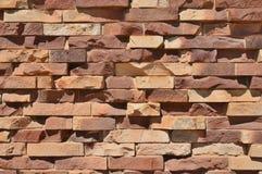 Z grubsza Textured ściana z cegieł Zdjęcia Royalty Free