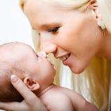 Z jej córką piękna matka. Zdjęcie Royalty Free