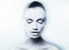 Z kreatywnie błękitny makeup mistyczna młoda kobieta Obrazy Stock