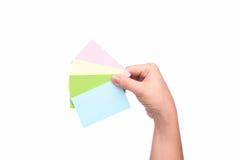 Z kredytowymi kartami kobiety ręka Zdjęcia Royalty Free