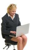 Z laptopem kobiety działanie zdjęcia royalty free