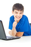 Z laptopem szczęśliwa chłopiec Fotografia Royalty Free