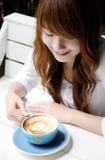 Z latte ładna dziewczyna coffee01 fotografia stock