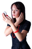Z lustrem piękna młoda kobieta Zdjęcia Royalty Free