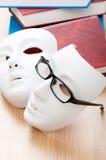 Z maskami czytelniczy pojęcie, książki Zdjęcia Royalty Free