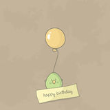 Z mienie ślicznym ptasim balonem urodziny karta Fotografia Stock