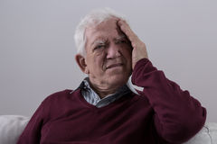 Z migreną starszy mężczyzna Zdjęcia Stock