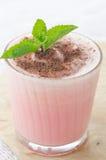 Z mleka i mennicy up zamknięty arbuza koktajl Zdjęcie Stock