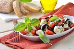 Z mozzarellą pomidorowa sałatka Obraz Royalty Free