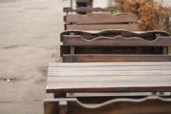 Z na otwartym powietrzu cukiernianym drewnianym meble Fotografia Stock