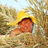 Z nadwagą kobieta cieszy się życie podczas wakacji Zdjęcia Royalty Free