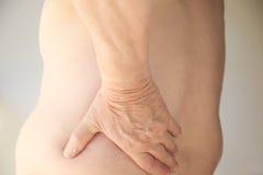 Z nadwagą mężczyzna cierpi od bólu pleców Obraz Stock
