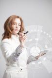 z nowoczesnej technologii Kobieta pracuje z futurystycznym Obrazy Stock
