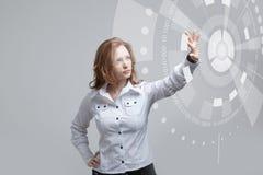 z nowoczesnej technologii Kobieta pracuje z futurystycznym Fotografia Royalty Free