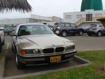 Złoci koloru nowego warunku BMW 740i cztery drzwi, Lima Zdjęcie Royalty Free