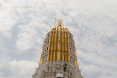Złocista pagoda pod niebem Obrazy Royalty Free