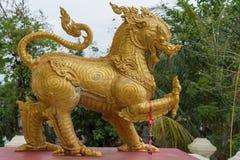 Złocista Singha statua lub lew statua Zdjęcie Stock