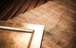 Złocista taca drewniana tekstura i tkaniny Zdjęcia Royalty Free