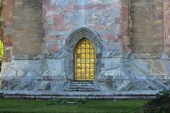 Złocisty drzwi na wierza Zdjęcie Royalty Free
