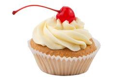 Z odizolowywającą czerwoną wiśnią filiżanka tort Obraz Stock