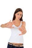 Z odpędzenie gestem atrakcyjna dziewczyna Zdjęcia Royalty Free