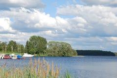Z łodziami szwedzki jezioro Zdjęcia Royalty Free