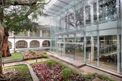 Z ogródem nowożytny dom zdjęcie royalty free