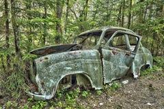 Złomowy samochód w drewnach Obrazy Royalty Free