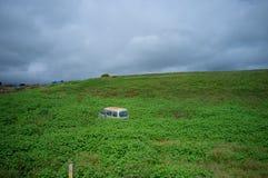 Złomowy samochód w prerii Zdjęcie Royalty Free