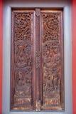 Z ornamentami stary drewniany drzwi Obrazy Royalty Free